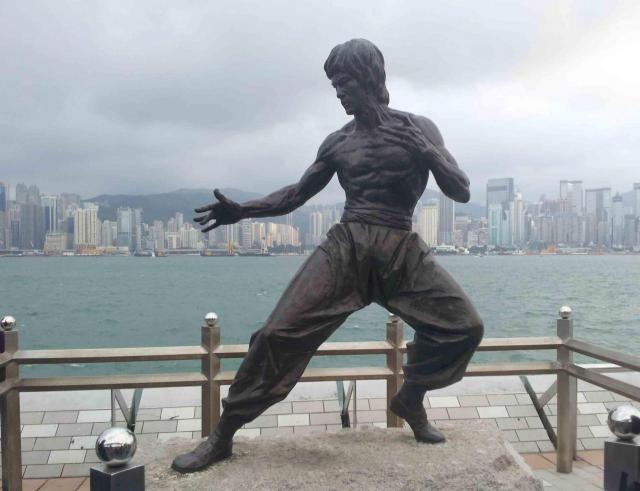 Statue de Bruce Lee sur la Baie de Hong Kong